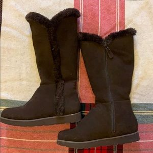 Fake fur lined browns boots